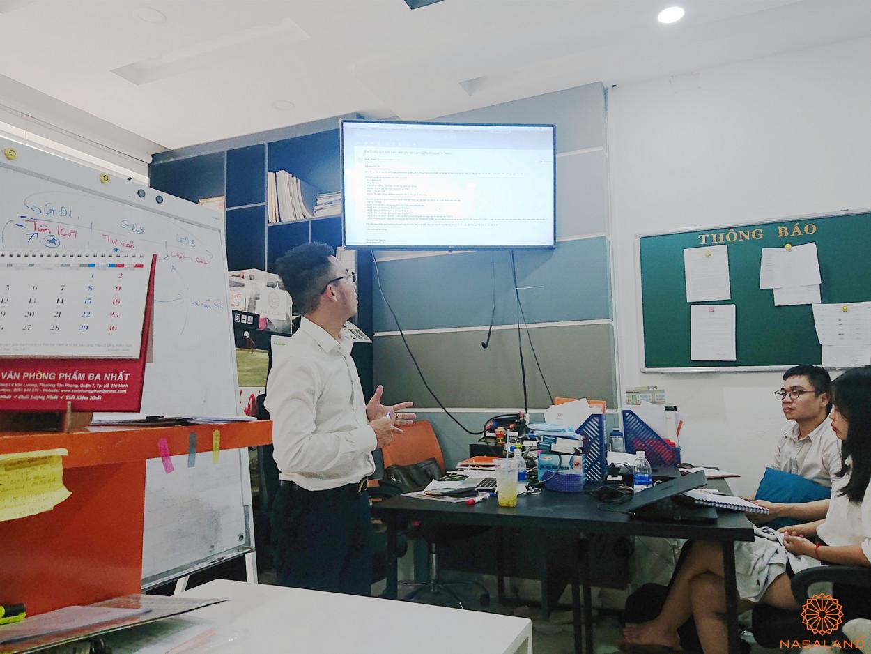 Người training cho buổi đào tạo là anh Chiểu - giám đốc công ty Nasaland