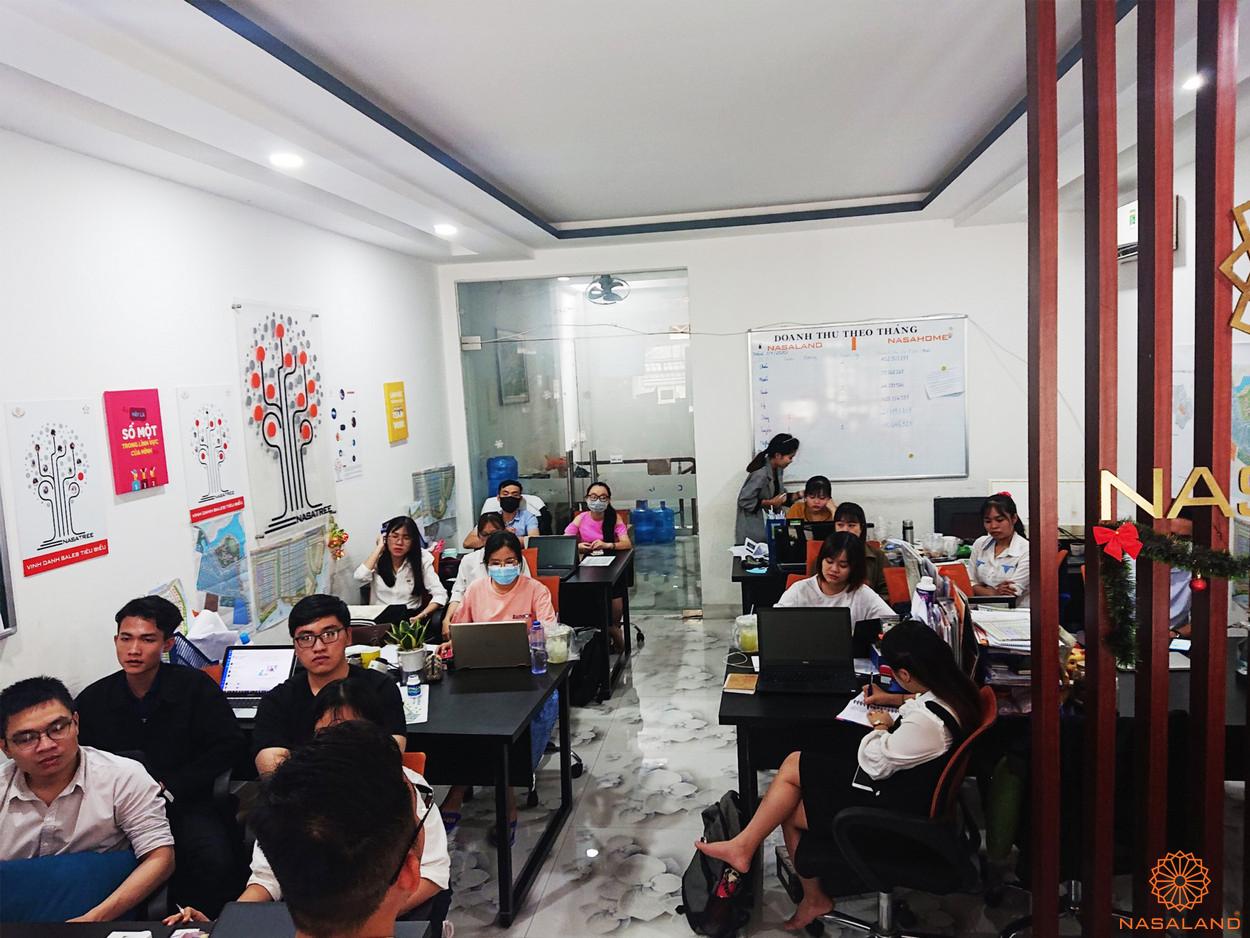 Buổi đào tạo thực tập sinh tại Nasaland với sự tham gia của các bạn thực tập sinh trong không khí tập trung
