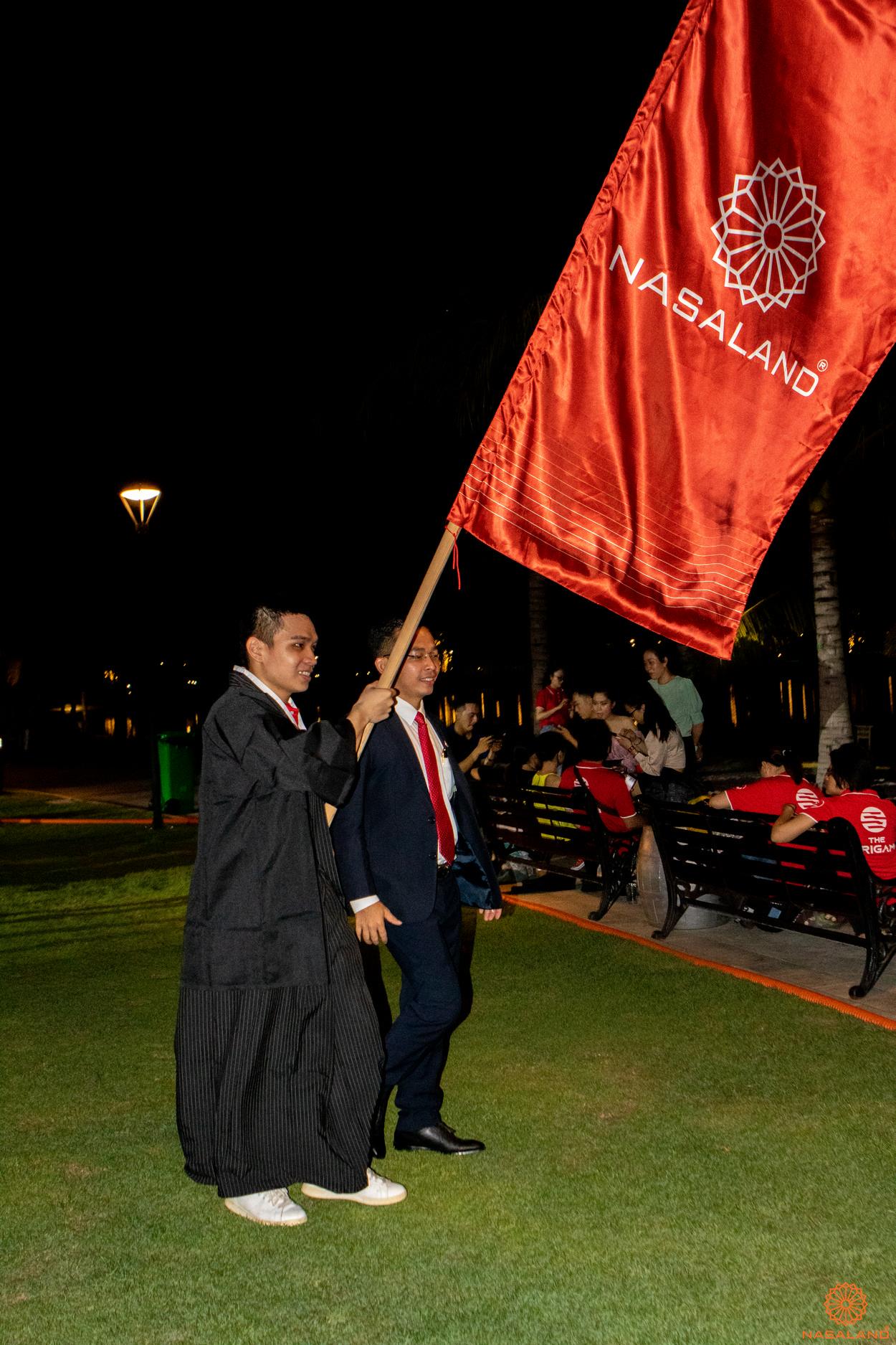 Tổng kết lễ ra quân The Origami Vinhomes Grand Park - cờ của Nasaland đi diễu hành cùng giám đốc sàn