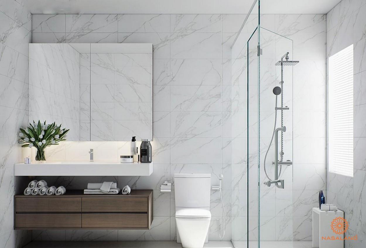 Nội thất phòng vệ sinh tiện nghi cùng cửa kính cách âm loại tốt