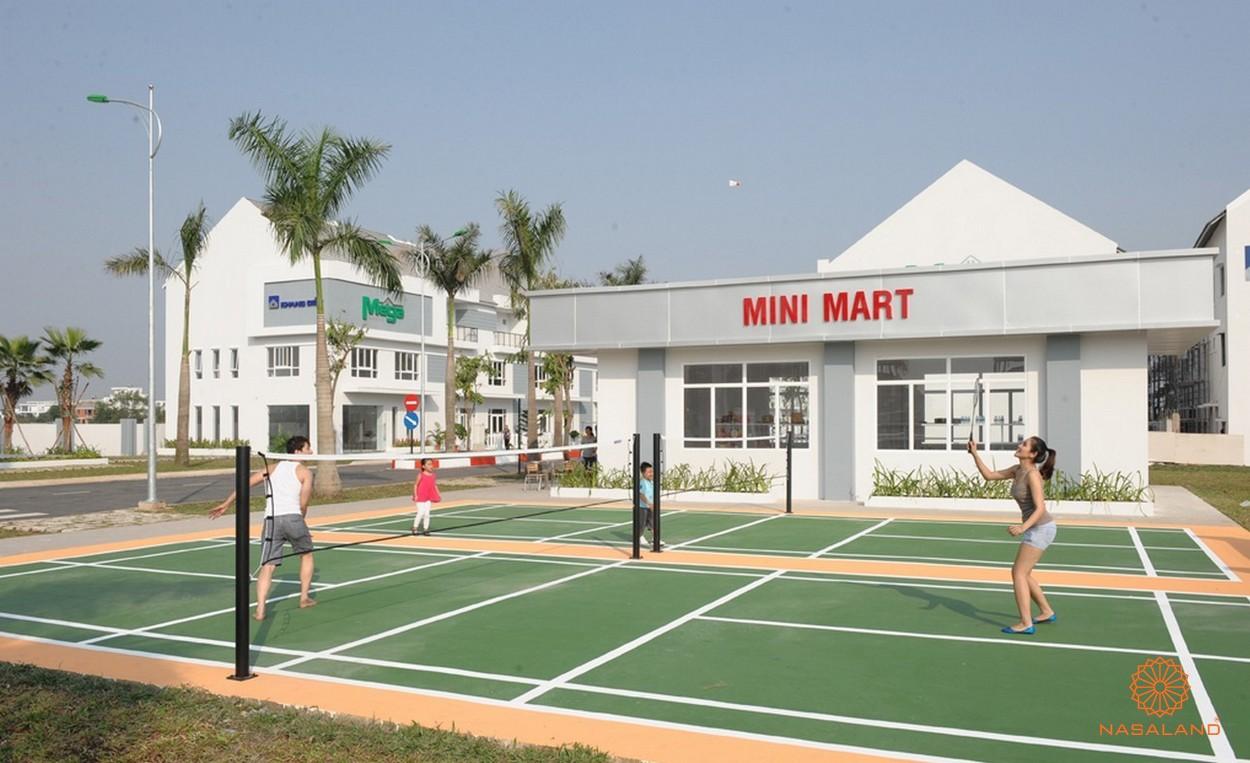 Sân cầu lông và Mini Mart
