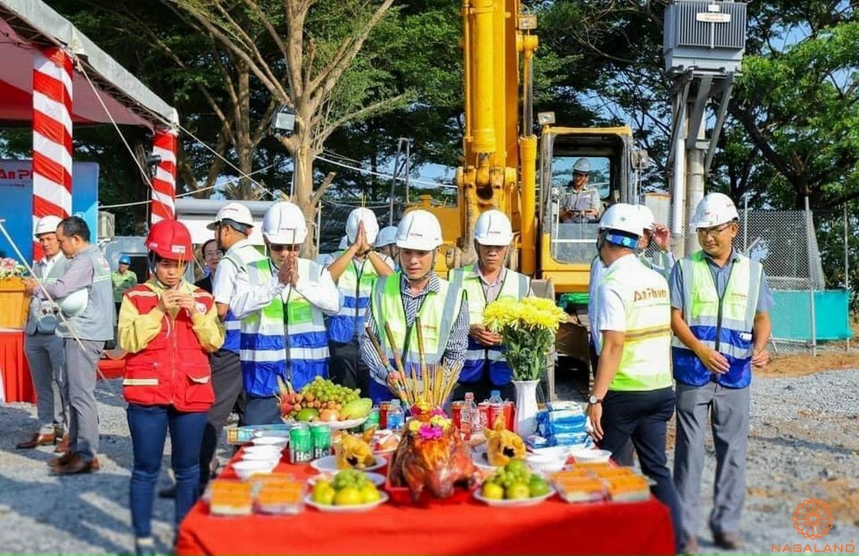 Lễ khởi công dự án Khu đô thị Sài Gòn Bình An quận 2 - Chủ đầu tư và các doanh nghiệp hợp tác cùng cúng thổ thần